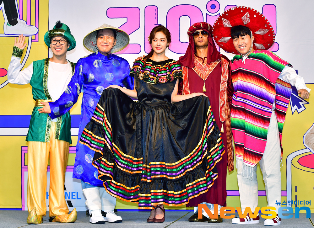<p>Channel A Earth live production presentation 3 27 am MAPO-GU, Seoul the Seoul Garden Hotel Grand Ballroom B in unfolded.</p><p>This day, Kyung-Hoon Kim, in charge of PD, Joon Park,and Lee Sang-min,Kim Jong-min,ha-ha,Ahn Hyun-mo have attended.</p>