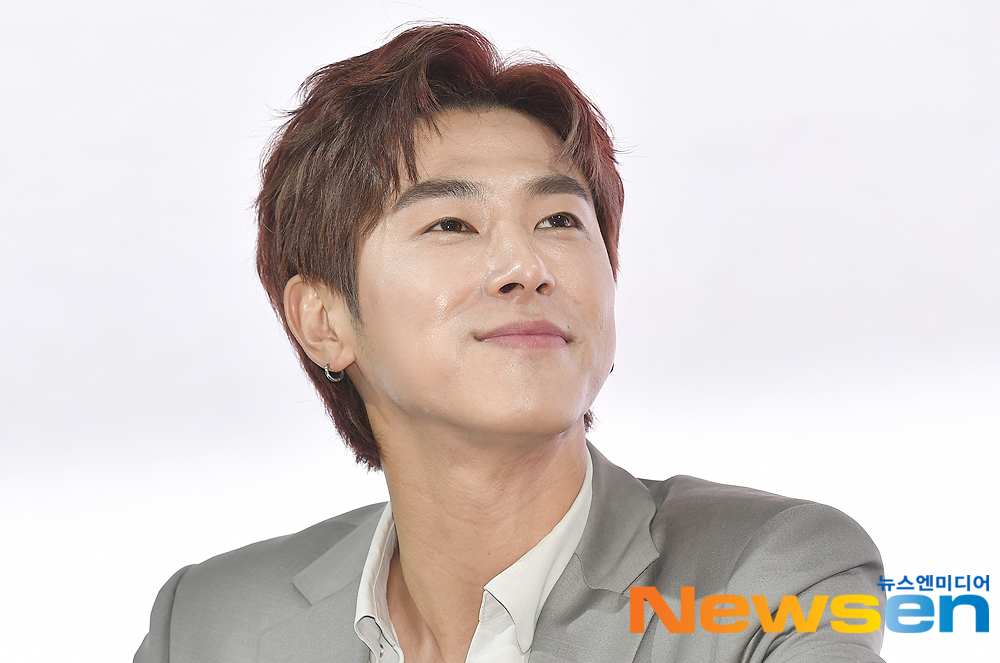 <p>Singer TVXQ Yunho 3 29, PM A the KINTEX(KONTEX)opened in 2019, the Seoul Motor Show attend by one car in the booth at fan sign meeting.</p>