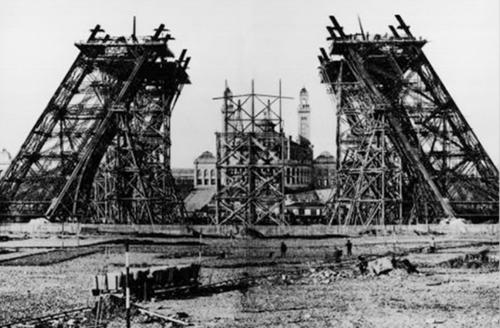 (서울=연합뉴스) 1888년 3월 에펠탑 하단 제작 모습 (에펠탑 홈페이지 캡처)
