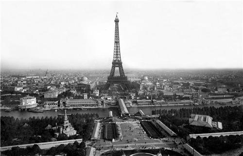 (서울=연합뉴스) 1889년 3월 파리만국박람회 개최 당시 에펠탑 완성 모습 (에펠탑 홈페이지 캡처)
