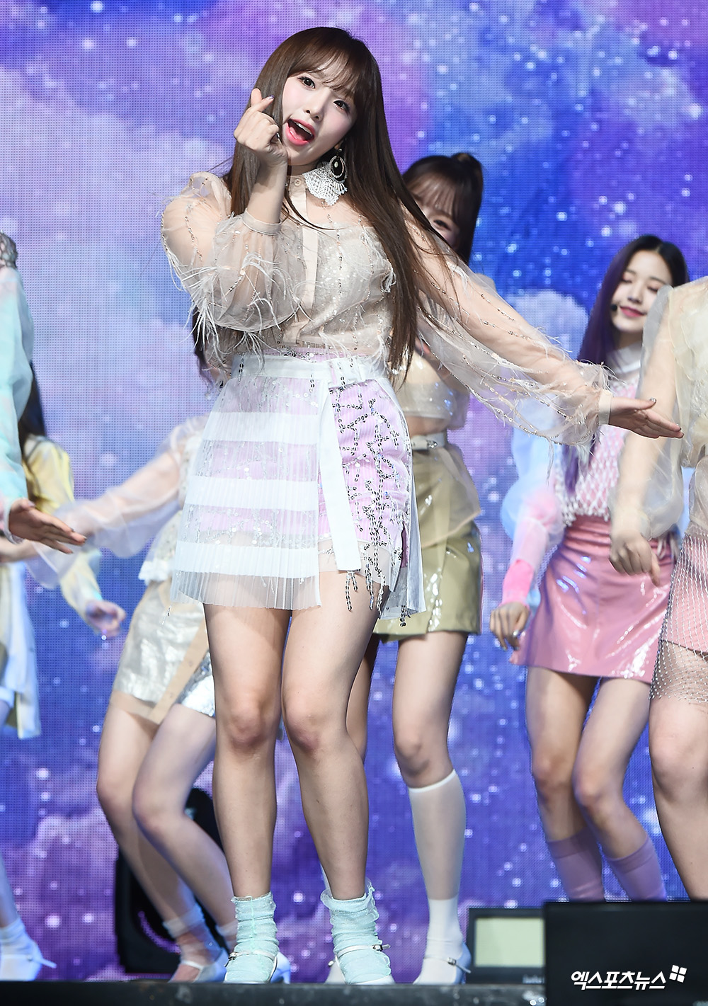 <p> 1 afternoon Hannam-dong Blue Square in the open within a group Izone(IZ*ONE) the second mini album, 'heart like(HEART*IZ)' showcase and attend the Izone Choi has a wonderful stage.</p>