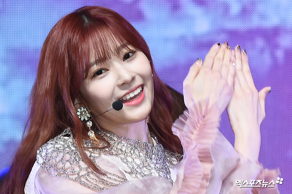 <p> 1 afternoon Hannam-dong Blue Square in the open within a group Izone(IZ*ONE) the second Mini album 'heart like(HEART*IZ)' showcase and attend the Izone Kim Min-Ju is a wonderful stage.</p>