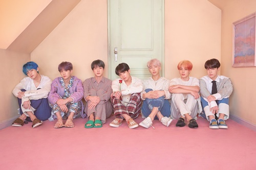 <p>2 days(local time) Billboards announced the latest chart, according to the BTS of the repackage album LOVE YOURSELF 結 'Answer'is 'Billboards 200'in 111 chart and chart station. This is the last week to 115 for 4 in the staircase rises to the rank.</p><p>This album is last years 9 on 1 for the first entry after the current up to 31 consecutive week stay on the chart and BTS album a time to Stay low power.</p><p>ALSO, BTS is a 'Social 50'to 90 consecutive weeks # 1, by the longest continuous record of self-renewing and be counted in the 120 first 1 to achieve.</p><p>In addition to the LOVE YOURSELF 結 'Answer'is a 'World Album' # 1, 'Independent Album' 16, 'Billboards Canadian Albums' 87 for the last year, 5 November released LOVE YOURSELF 轉 'Tear'the 'world album' 2, 'Independent Album' 18 and climbed on top.</p><p>Meanwhile, BTS is coming to 12 new album 'MAP OF THE SOUL : PERSONA' released ahead of the concept photo to the public to comeback for to.</p>