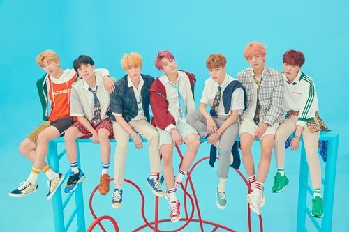 <p>Comeback code is put before the group BTS this last year, 8 December released the album as Billboards main album chart in the name of lifting set a record.</p><p>2 days(local time) Billboards announced the latest chart, according to the BTS of the repackage album LOVE YOURSELF 結 'Answer'is 'Billboards 200'in 111 chart and chart station. This is the last week to 115 for 4 in the staircase rises to the rank.</p><p>This album is last years 9 on 1 for the first entry after the current up to 31 consecutive week stay on the chart and BTS album a time to Stay low power.</p><p>ALSO, BTS is a 'Social 50'to 90 consecutive weeks # 1, by the longest continuous record of self-renewing and be counted in the 120 first 1 to achieve.</p><p>In addition to the LOVE YOURSELF 結 'Answer'is a 'World Album' # 1, 'Independent Album' 16, 'Billboards Canadian Albums' 87 for the last year, 5 November released LOVE YOURSELF 轉 'Tear'the 'world album' 2, 'Independent Album' 18 and climbed on top.</p><p>Meanwhile, BTS is coming to 12 new album MAP OF THE SOUL : PERSONAcomeback.</p>