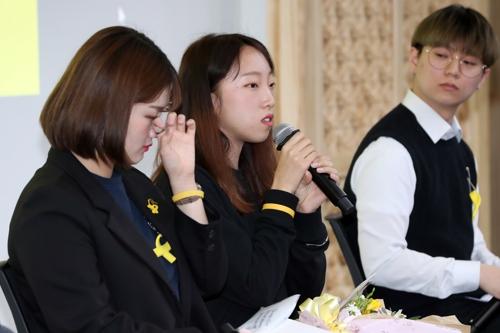 세월호참사 생존학생 장애진·설수빈 양(왼쪽부터)