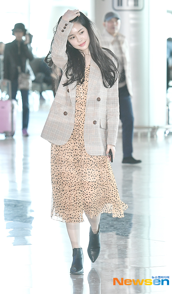 <p>By hand or is 4-8 p.m. for a fashion advertising shoot a certain car in Seoul Gangseo-GU Lotte Mart domestic station through Jeju.</p>