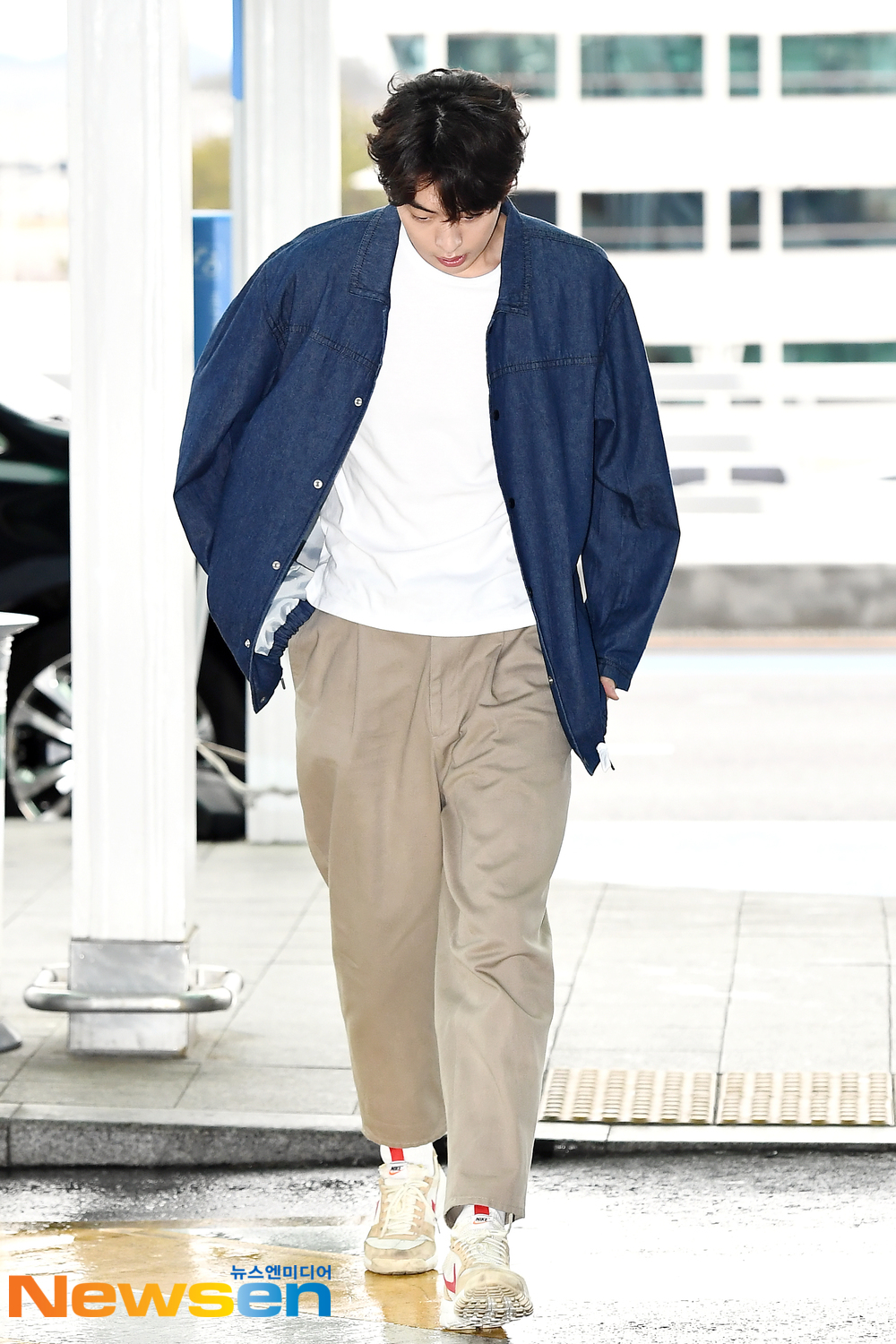 <p>Actor Nam Joo-hyuk(NamJoohyuk)4 10 am Incheon Jung-operation in Incheon International Airport through overseas schedule to attend a car Bangkok, Thailand with departure.</p><p>Actor Nam Joo-hyuk(NamJoohyuk)this Airport fashion, and Bangkok, Thailand with departure.</p>