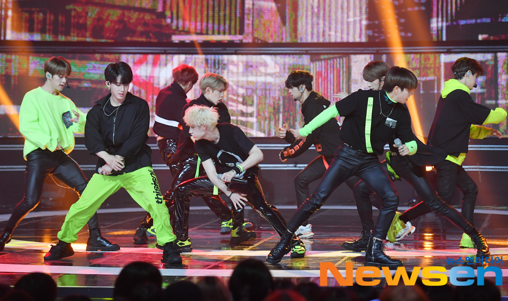 <p>Group straight series size 4 10 Afternoon, Ilsandong-gu Chang Dong Ilsan MBC Dream Center open in MBC Music Live broadcast of Show Champion backstage at expand.</p><p>Meanwhile, Show Championon the Momo brand, business, Pentagon, JBJ95, Stray Kids, VAV, card, comments, Camila, River City, 1TEAM, Dream, Park, Girl, hot, dry, high rise type has appeared.</p>