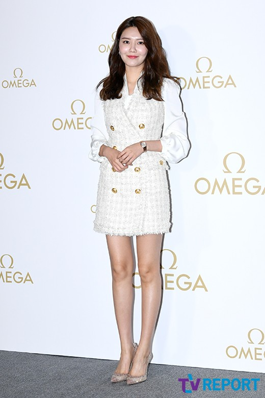 <p> Girl group Girls GenerationSooyoung, this 10 Afternoon Seoul Gangnam-GU Nonhyun-dong all studios open in one watch brand attend the event for photo time.</p>