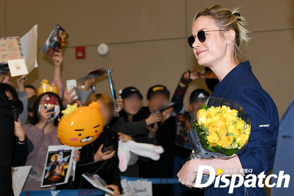 <p> Hollywood actor Brie Larson movie 'The Avengers:Endgame' to promote a certain car 13 am Incheon International Airport through immigration.</p><p>Brie Larson is to this day the scene to find the fans a smile and a hand to the screen. The long flight time and still are.</p><p>Meanwhile, 'The Avengers:Endgame'is Infinity Wars, after Earth, the last hope of the old survived The Avengers combinations and villain, Thanos the strongest of the Battle Green movie. Anthony Russo and Joe Russo Director megaphone caught, and the 26th North American opening, South Korea is 25, the worlds first opening.</p><p>Welcome,</p><p>Life first for</p><p>Flowers to any captain</p><p>Cheers the speed of entry</p>