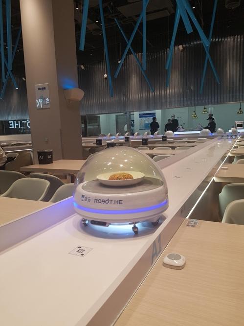 로봇 서빙 허마센셩 시범 레스토랑 tsl@yna.co.kr
