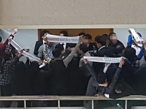 '부산시장 사죄하라' [박창수 기자]