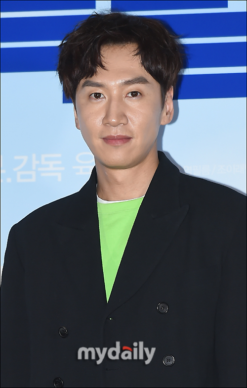 <p> The film My Special brother Team actor Lee Kwang-soos Reversal charms, and eye-catching.</p><p>Seoul with Lotte Cinema Konkuk is from the movie My Special brother media distribution premiere was held. Directed his athletics available Director and starring Shin Ha-kyun, Lee Kwang-soo, Isom were in attendance.</p><p>This day athletics available Director, of course, Shin Ha-kyun and the wool is stretched and Lee Kwang-soo of half your attraction for the highlighted and praised spent.</p><p>First, Shin Ha-kyun Lee Kwang-soo and the first task was, so until your concentration is good and the Mall is a good actor but I didnt knowand admire. Isom, too, surprisingly quiet. Such an actor I didnt really know, concentration is good and learn to think that we werepraised.</p><p>Athletics available Director SBS Running Manbut more directly, but the thought than say no and delicatethe first meeting in a awkward place to have that glass of beer and let, Lee Kwang-soo is still continued to me, only looked at. Say nothing and send his eyes that he is herbivorous animal of the order for the eyes as it was so good,story said.</p><p>So Lee Kwang-soo in intellectual disabilities smoke but you should have a fool such as within a set not to tell and he did. Note, the character immersed in the well, and the young actors are very meticulous about well. The question constantly thoughhe praised were not spared.</p><p>Lee Kwang-soo, my special brothertype World(Shin Ha-kyun) without anything to 24 hour type of virus calledintellectual disabilities the same role his mother had. Metabolism is not many difficult characters with a split in behavior and expression, eyes fully the same tools to Express themselves and surprise me.</p><p>The human Comedy My Special brotheris coming 5 March 1, the opening ahead.</p>