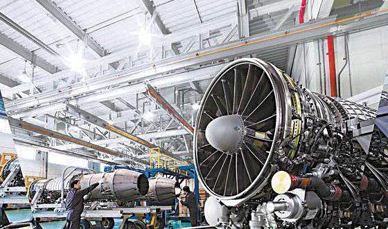 한화에어로스페이스의 엔진 창고 내부 모습. 항공기 엔진 사업에 힘을 쏟고 있는 최근 롯데카드 인수전 참여 포기를 선언한 한화그룹은 아시아나항공 유력 후보로 거론되고 있다. [사진 한화그룹]