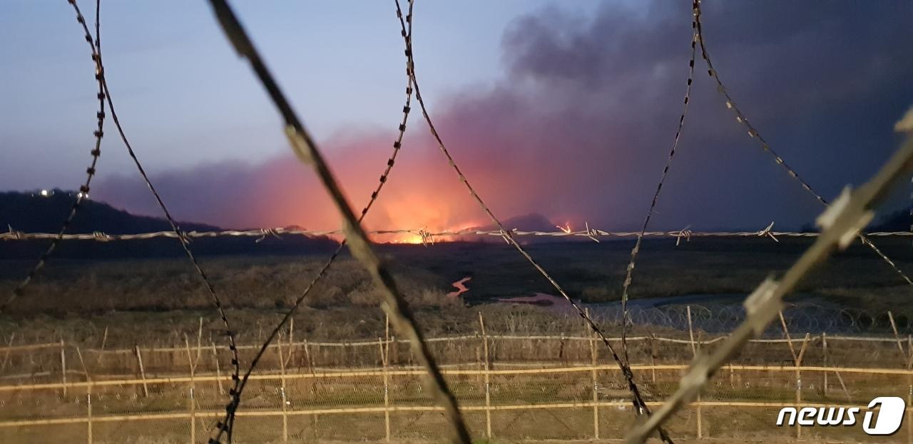 연천 DMZ 산불, 오후 3시 남측 불길 잡아..북측은 계속 타는 중[sbm 토토 불리온? 토토]