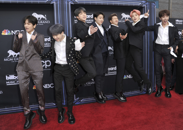<p>BTS is 2 days(Korean time) the United States Las Vegas, MGM Grand Garden Arena opened in 2019 Billboards Music Awardsat the Top Social Artistreceived. BTS - we did. We also back this up thank youto the fans Thank You greetings.</p><p>The Top Social Artistis prior to Justin Bieberthis is only as Justin Bieber have 6 consecutive years Exclusive was. But in 2017, the first BTS to the crown is beyond, and a big topic. And 3 consecutive years BTS the Awards for the success and now the BTSthis could have happened.</p><p> Actually, BTS 2019 Billboards Music Awardsin the South the other is getting attention. These awards red carpet appeared overwhelming with pouring. 2019 Billboards Music Awards side, even Taylor Swift, Cadiz, Drake, Madonna, etc on your device and the BTS of the digits placed side by side and the hospitality went.</p><p>This day, BTS is a singer-songwriter to do with the little things for collaborated the stage decorated. RM Billboards Music Awardsfrom 2 years ago to meet friends. We are each others fans. To be there in Korea with him in a joint operation were able to do. We collaborated in the right place was created,he said.</p><p>BTS is a special class collaborated on stage at the Billboards Music Awards 2 gold medals to the top. These are Top Duo/Group division player and pork hot and getting attention.</p>