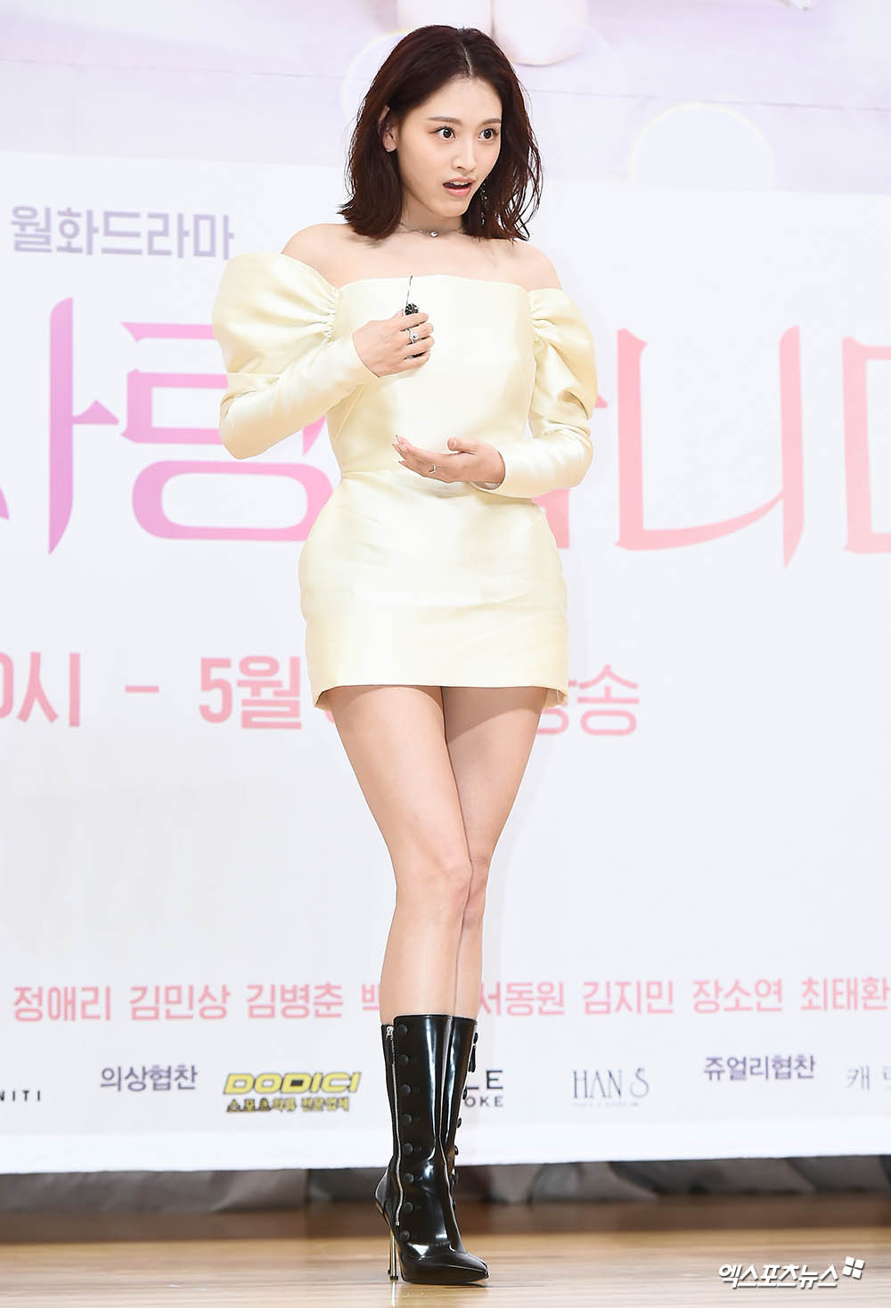 <p> 3 am, at the Seoul Mokdong SBS in SBS new tvNs Mon-Tue drama Second Love. production presentation attended actor Kim Jae-Kyung in this photo.</p><p>Fairy-like mini dress wear appeared</p><p>Juicer popping smile</p><p>Dolls, as no</p><p>Photo drops Earring in a surprise</p><p>Fallen Earring leisurely restart</p><p>Coquette seconds greetings</p><p>Fashion today?</p>