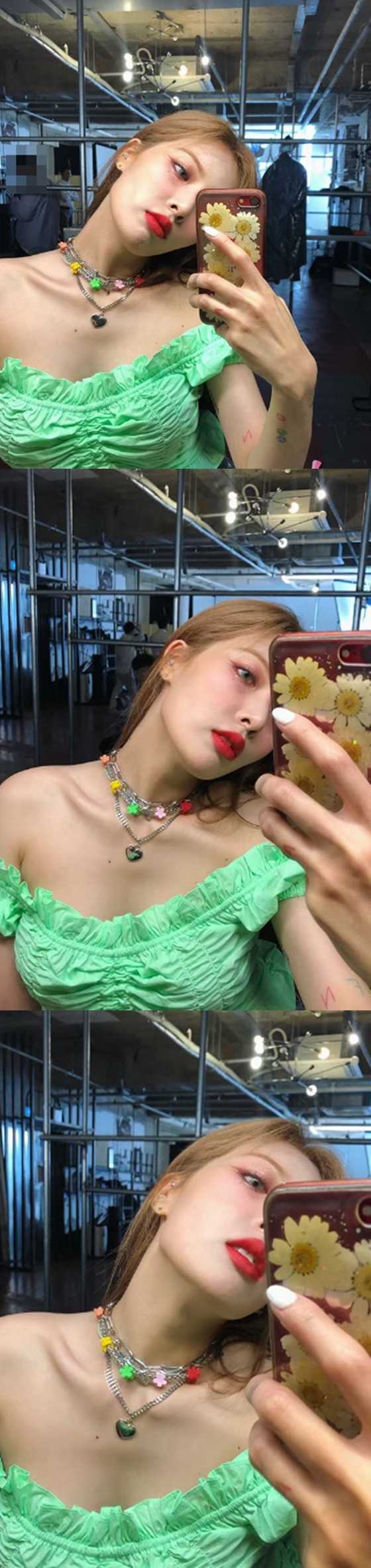 <p>This to netizens lip color for, beautiful, adorable, Hyuna variety of reaction.</p><p>Meanwhile, Hyuna recently, Psys Agency avoid hibernationand exclusive agreement and comeback start.</p>