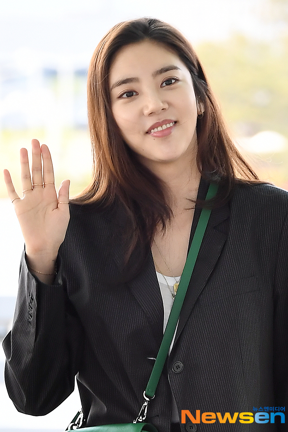 <p>Actress Son Dam-bi 5 12 afternoon, Incheon Jung-operation in Incheon International Airport through a magazine photo shoot car to Phuket Departure.</p><p>Actress Son Dam-bi Airport fashion, and Phuket Departure.</p>