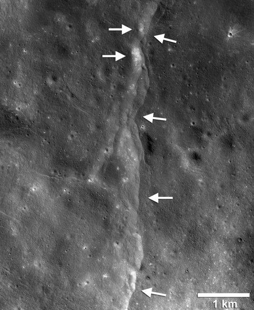 LRO가 확인한 달의 충상단층 중 한 곳. [사진 NASA·고다드우주비행센터·애리조나주립대학·스미스소니언]
