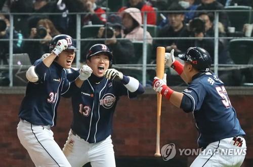 정수빈(왼쪽)과 허경민 [연합뉴스 자료사진]