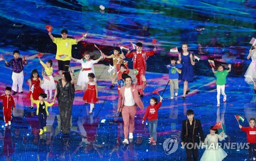 중국 국가행사 무대에 선 가수 비 (베이징=연합뉴스) 김진방 특파원 = 제1회 아시아문명대화대회 15일 중국 베이징(北京)에서 개막한 가운데 가수 비가 이날 냐오차오(鳥巢) 올림픽 경기장에서 열린 축하행사에서 공연하고 있다. 고고도 미사일 방어체계(THAAD·사드) 갈등이 촉발된 이후 한국 가수가 중국 국가행사 무대에 선 것은 사실상 처음이다. 2019.5.15 chinakim@yna.co.kr