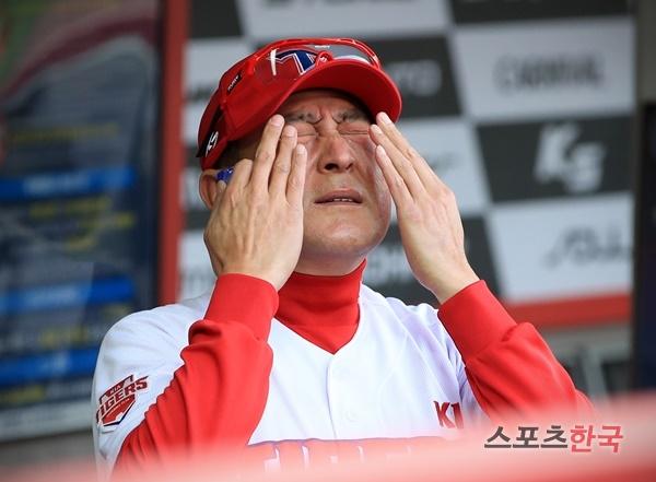 사퇴 의사를 밝힌 김기태 감독. 스포츠코리아 제공