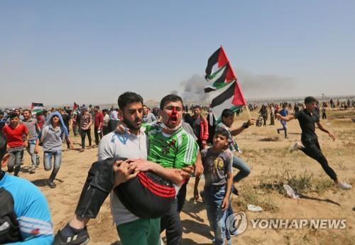 가자지구 국경에서 부상한 '대재앙의 날' 시위 참가자 [AFP=연합뉴스]