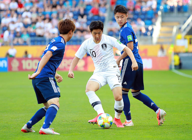 20세 이하(U-20) 월드컵 16강 한·일전에서 이강인이 공을 다루고 있다./루블린[폴란드]=연합뉴스