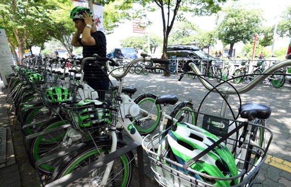 자전거 헬멧 의무인데..'따릉이'는 알아서 챙겨야[RING 토토|라이브블랙잭사이트]