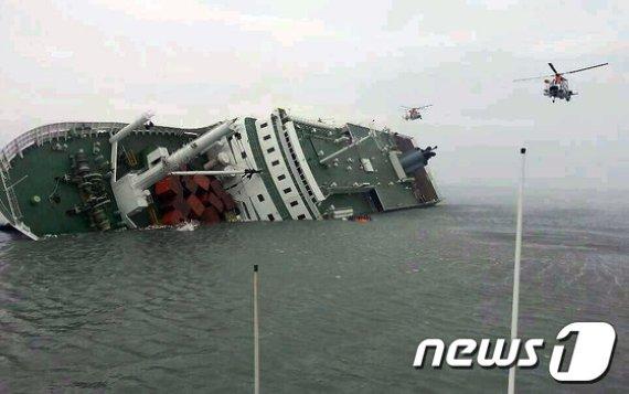 진도 여객선 침몰 당시의 사고 현장 사진. 뉴스1 제공