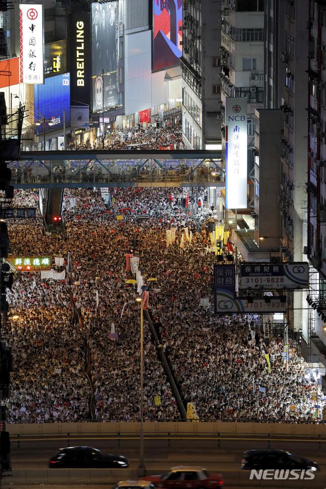 """홍콩 시민 100만명 거리로.. """"중국송환 반대!"""" 시위 격화(종합)[체육시간 토토 수선화 토토]"""