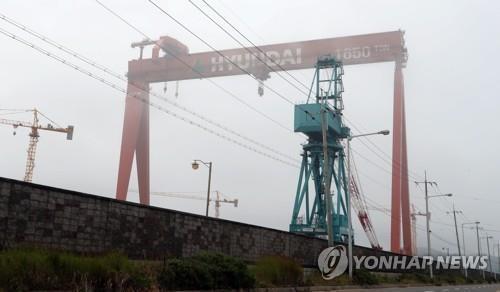 가동 멈춘 현대중공업 군산조선소 골리앗 크레인 [연합뉴스 자료사진]