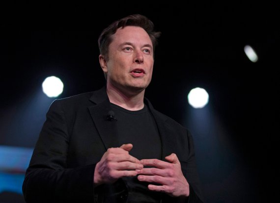 FILE - In this March 14, 2019 file photo, Tesla CEO Elon Musk speaks before unveiling the Model Y at the company's design studio in Hawthorne, Calif. (AP Photo/Jae C. Hong, File) /뉴시스/AP