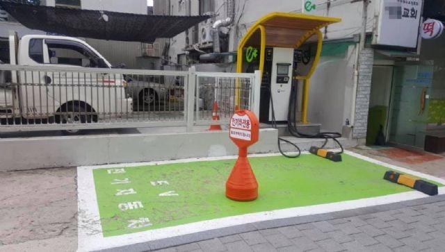 환경부 ev.or.kr 전기차 충전정보 인프라 사이트에 등장하는 현대자동차 블루핸즈 대치북부점 앞 전기차 충전기 사진.