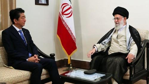 13일 만난 아베 신조 일본총리(좌)와 아야톨라 하메네이 이란 최고지도자 [이란 최고지도자실]