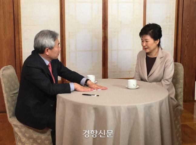정규재 팬앤마이크 대표가 지난 2017년 1월 정규재 TV 대표 자격으로 당시 탄핵소추안이 가결된 박근혜 전 대통령과 인터뷰를 하고 있다. 정규재TV 갈무리