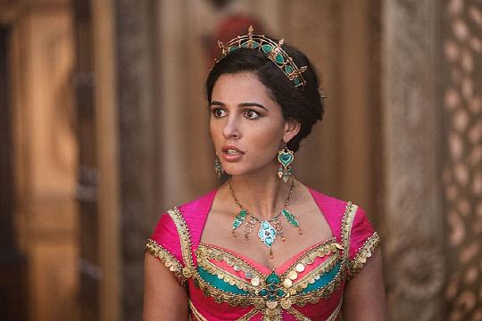나오미 스콧이 연기한 '알라딘' 영화 속 재스민 공주는 여성에 관한 해묵은 편견을 뛰어넘어 자신의 주장을 당당히 밝히고 관철하는 능동적 캐릭터로 묘사되고 있다.