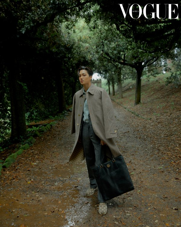 <p>EXO Kai with a fashion pictorial in <Vogue Korea, 7 September to the public.</p><p><Vogue Korea, 7 October number of the pictorial decoration for Kai exclusive atmosphere with a fashion pictorial in the various styles to your own Personality brimming with style fully digest.</p><p>Kai HOUND TOOTH pattern adorns the coat and pin dots pattern set, blue - red striped jacket with patch detailing of brown cotton pants, etc to match said. Grey and pink leather mixed with rubber sole lace-up shoes such as a variety of products with the best choice.</p><p>Meanwhile, Kai is the last month of Rome, Italy, Capitol and Art Museum(the Capitoline Museums)opened in Gucci 2020 Cruise fashion show in Korea as the representative attend, and abroad through the presss right there.</p>