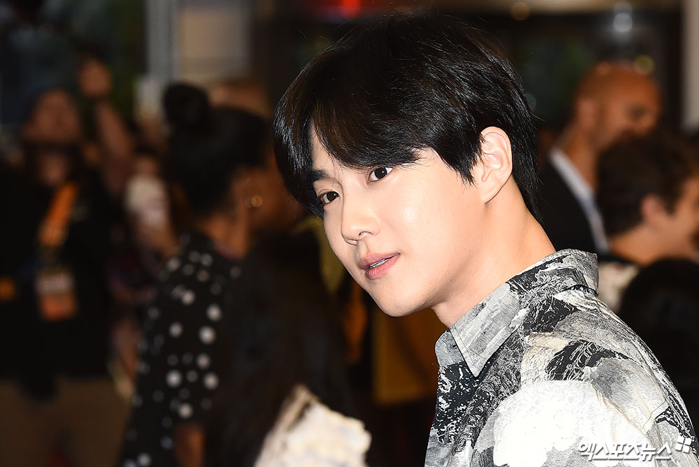 <p> 20 afternoon, the Seoul Yeongdeungpo Times Square open in the Netflix popular original series The Bizarre Story 3 Red Carpet to attend the ceremony EXO Guardian is posing in.</p>