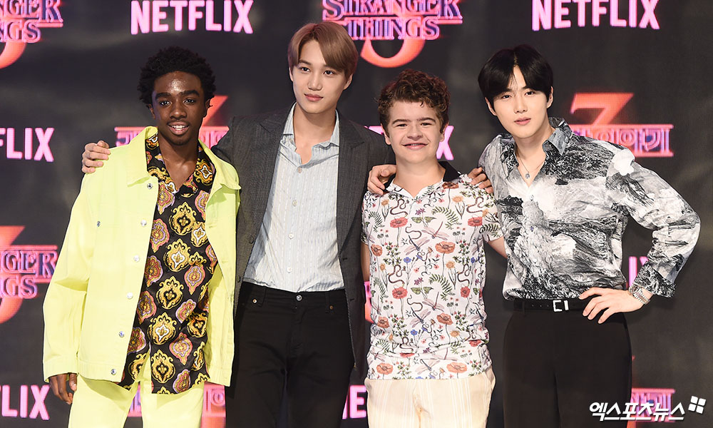 <p> 20 afternoon, the Seoul Yeongdeungpo Times Square open in the Netflix popular original series The Bizarre Story 3 Red Carpet to attend the ceremony Caleb McLaughlin, EXO Kai, gay buttons Mata see, EXO Guardian is posing in.</p>