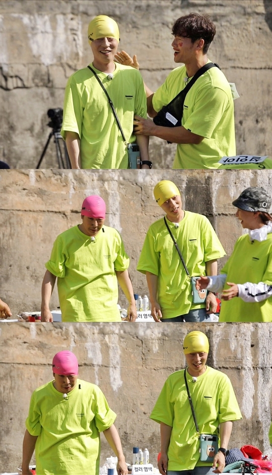 """<p>Yoo Jae Suk, Haha shoot during Myungsoo to find that is why what.</p><p>6 November 23 broadcast of SBS 'Running Man'in Myungsoo Similiar to The Metamorphosis Han Yoo Jae Suk X Haha space.</p><p>Recent progress recorded in the swim, who wrote two people are alike 'Myungsoo Similiar'to The Metamorphosis was. Wear a swim cap the one with the perfectly Myungsoo as The Metamorphosis one or two people in the appearance of the members as well as Yoo Jae Suk, Haha the city was amazed, and Lee Kwang-Soo said, """"Myungsoo a few people because,""""said laughter, I found myself in.</p><p>Yoo Jae Suk, Haha, is look and laugh part was not only long, but in Myungsoo distinctive vocal selection by unexpected memories endured.</p><p>Myungsoo as The Metamorphosis Han Yoo Jae Suk, Haha of all 23 Monday 5 p.m. broadcast of 'Running Man'can be checked in</p>"""