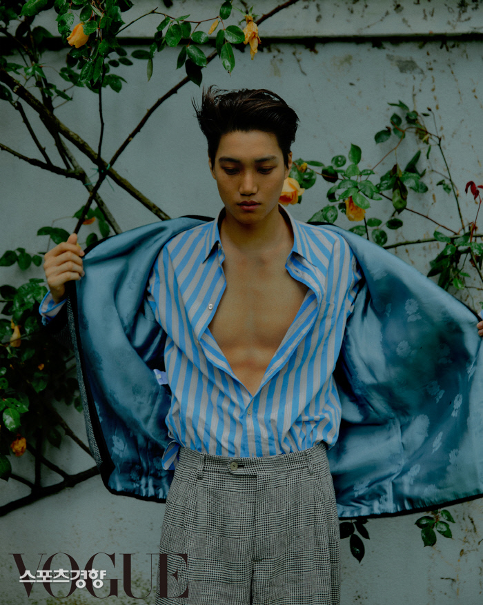 <p>Group EXOs member Kai the Italy luxury brand with the 'craftsmanship'of the side to said.</p><p>Kai in the last 21 days for fashion of 7 June through an exclusive atmosphere with various styles to your own style for Snowy Road attracted.</p><p>Public photoshoot in Kai that emphasizes the patterns coats and suits and blue and red stripes added To Jacket and brown cotton trousers and 2019, a fall preview fashion with the blue velvet material of the backpack and black leather tote bag by they were.</p><p>Also grey and pink leather added to the Shoe body and a different atmosphere was. He wore outfits all clothing is brand, Guccis products into stores nationwide and the online store can live in.</p><p>Kai last month, the Italy of Rome, the Capitol, and Museum of Art opened in Gucci 2020 Cruise fashion show in Korea as the representative to attend national and international media attention.</p><p>His pictorial with fashion magazine 'Vogue Korea's 7 for garnish.</p>