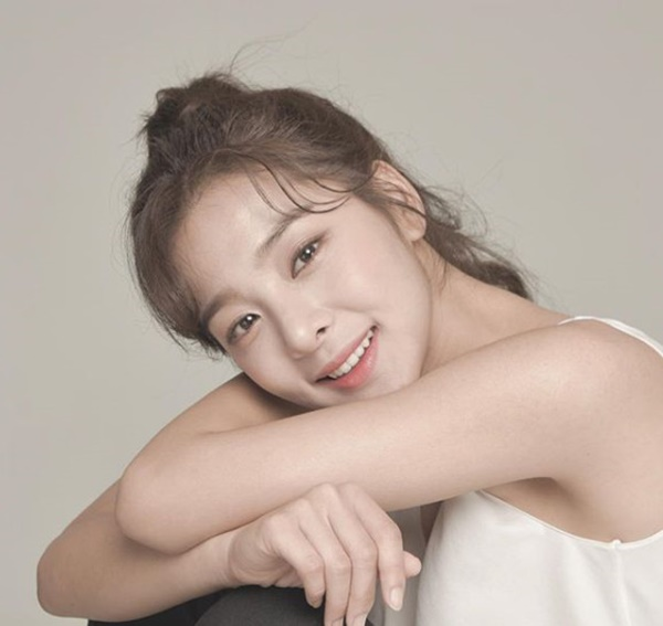 <p> Running Manin active learning Seol In-ah attention is being focused on.</p><p>23 broadcast SBS TV Running Manin which actor Seol In-ah and singer to have as a guest along with it.</p><p>The two people in the 1996 student of the year age 24, same age friends, and in middle school when the same dance school went to the human nature was revealed. This Seol In-ah is a comeback ahead of reaching for the already a 12-hour performance to prepare for joint performances more than anything. As well as the full-fledged start of the race and he was active in the fur portal, all viewers of the eye has been captured.</p><p>Seol In-ah 2015 in KBS drama Producer Company, the debut. Since the drama school 2017, tomorrow Sunny starred in and the TV show Law of the Jungle Inn Mexico, Section TV entertainment communication and has appeared in vigorous activity to come. Especially in the last month, the race for the MBC Drama Special recently as the Director of the Museum edge-stylein a really Mature role plays and awareness was.</p><p>This meant that in 2017 MBC broadcasting and entertainment award show, sitcom womens Rookie award, and, in 2018 KBS acting awards on the womens Rookie award on the world.</p>