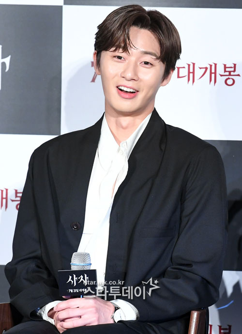 <p>26 am Seoul, Gwangjin-GU Lotte Cinema building will open in the movie Lion production and society in the actor Park Seo-joon this question and answer to God.</p>