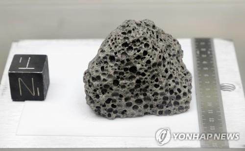 질소가 들어있는 압력 용기에 보관된 35억년 된 고대 현무암 [AP=연합뉴스]