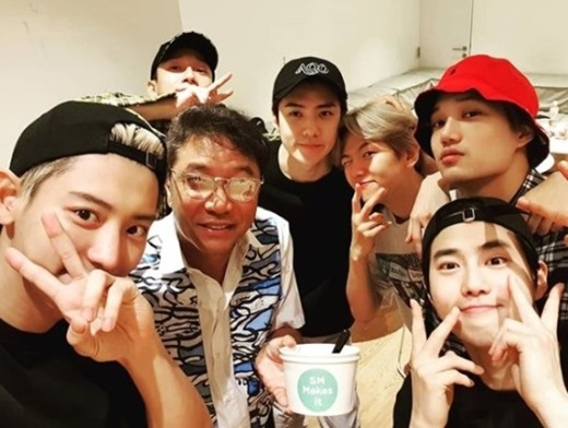 <p>Chanyeol is a 3 days of his SNS SMTOWN the phraseand the US said.</p><p>Revealed in the picture, Chanyeol and Chen, Sehun, back Hyun, Guardian, and Kai and Lee Soo-man of SM Entertainment, General producer were together. These are the affectionate atmosphere attracted attention.</p><p>Meanwhile, EXO is coming 19~21, 26~28, the fifth solo concert EXO PLANET#5 - EXplOrationand hold.</p>