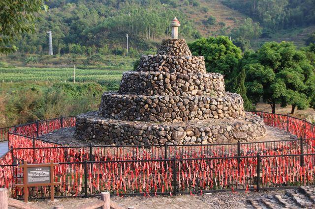 구산중촌 초입의 석불탑