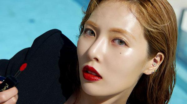 <p>Singer Hyuna with sexy red lips, more than anything.</p><p>Vogue is a 7 9 one recent couture cosmetic brand, and with Hyunas new digital video was introduced.</p><p>This video from Hyuna is a Black Panther body suit and sunglasses, intense red lipstick, and appeared into it.</p><p>Especially a secluded pool in the Hyuna Holo free, to emerge the first scene from the video my wife finishes soon what happens would like to stimulate the imagination and will stand out and will.</p><p>Meanwhile, Hyunas photos and videos Vogue official homepage with Instagram, Facebook through you can check.</p>