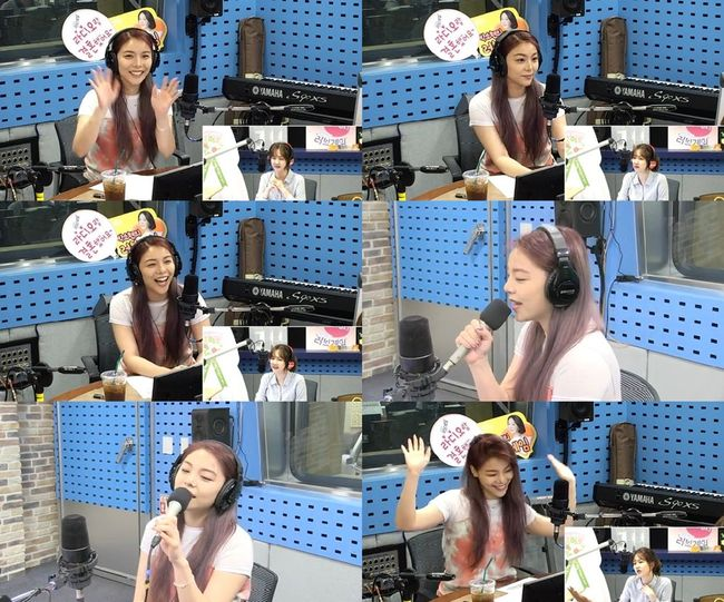 "<p> Singer Ailee with arms-white frame charm listeners with their craze to.</p><p>Ailee is the 9 PM Live broadcast of the SBS Power FM 'Park So Hyuns love Game of'Tuesday corner 'Love Game Live invite analysis'has starred in.</p><p>This day, Ailee is ""the song is basic, brilliant performances, and this summer, shake and take in the attractive bring music back""is a DJ Park So Hyuns introduction in listeners who greeted from The handed it.</p><p>""2 and a half years, 20 songs more than the recording was. Among them, in the best of all, this time, the color of the album and fit well with 10 songs to add to me were""by Ailee is ""music as a freely flying Ailees representatives and 'FLY'is capitalized, said,""a few days of the regular album, 'butterFLY'(butterfly)for friendly introduction also did not forget.</p><p>The title of 'Room Shaker'(room shaker)is a powerful performance is a compelling song. In this Ailee is ""a bit powerful lyrics. This underpins the year and our choreography team have worked hard, and (I) choreography practice hard,""said new song about self-confidence exposed.</p><p>After that Ailee is on the fly 'Room Shaker'to open the window and, still singing ability is of course the point choreography until the moment in the Studio into making also did.</p><p>Especially Ailee is singing well to your own video how to to that, the songs characters EXO Chen Feature involved in 'LOVE(Feat. Chen (CHEN))'the tangled anecdotes, the whole producing on the participation rights, composed of affection for such a sincere talk to him.</p><p>New song live from the album they live up to listeners 'ears the river'the responsibility of Ailee is ""a variety of Ailees voice to take. As something to challenge, hard to Ailee be ever cheer up""and I was.</p><p>As Ailee is a variety of activities with the public is scheduled to meet.</p><p> Love the game</p>"